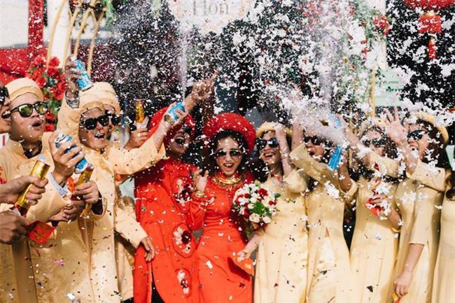 Những lễ đính hôn phá cách của các cặp thánh lầy khuấy đảo mùa cưới 2017 - Ảnh 3.