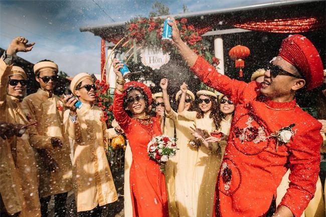 Những lễ đính hôn phá cách của các cặp thánh lầy khuấy đảo mùa cưới 2017 - Ảnh 5.