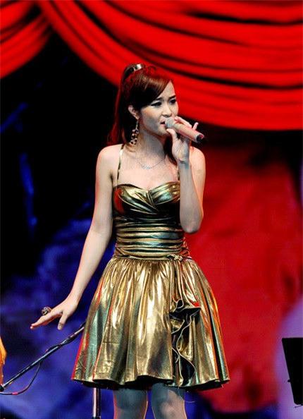 Trong sự nghiệp ca hát, Đông Nhi cũng từng vấp phải phản ứng trái chiều vì khả năng hát live yếu. - Tin sao Viet - Tin tuc sao Viet - Scandal sao Viet - Tin tuc cua Sao - Tin cua Sao