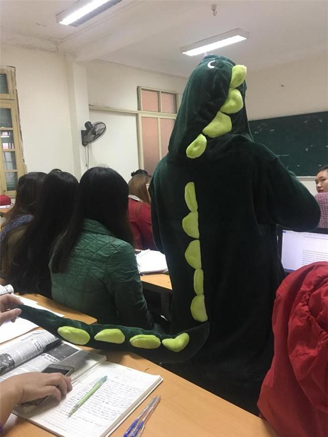 Cô bạn mặc đồ khủng long tới lớp: Trời lạnh chỉ là chuyện nhỏ thôi! - Ảnh 3.