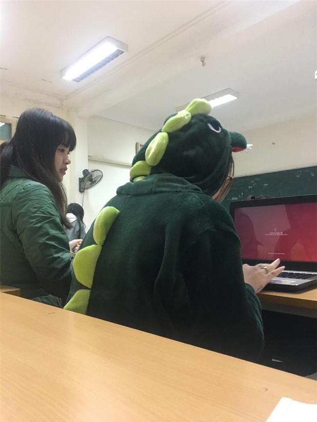 Cô bạn mặc đồ khủng long tới lớp: Trời lạnh chỉ là chuyện nhỏ thôi! - Ảnh 5.