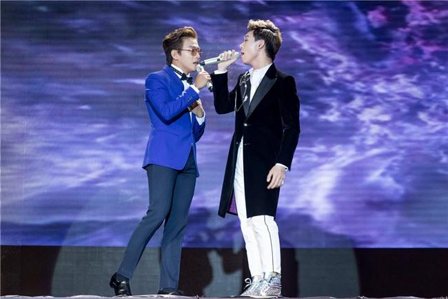 Hòa Minzy gặp sự cố khi đang trình diễn trên sân khấu-1