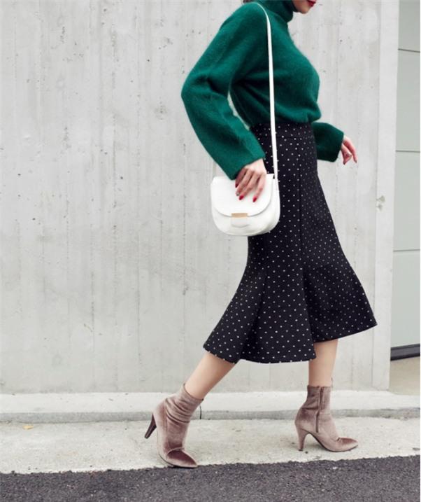 Lên đồ ấm áp cho ngày trời lạnh tăng cường với 4 kiểu chân váy chuyên dụng của mùa đông - Ảnh 2.
