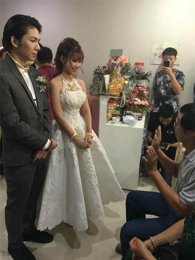 Những sao Việt đeo vàng nặng trĩu trong ngày cưới của mình