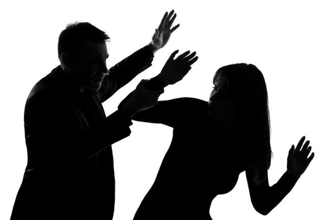 Vào cửa hàng tiện lợi sạc nhờ pin điện thoại, người phụ nữ không ngờ bị hành hạ và cưỡng hiếp dã man - Ảnh 2.