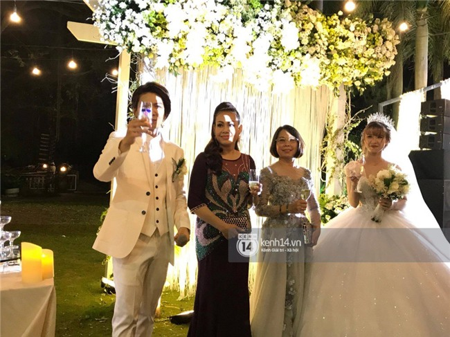 Cập nhật: Khởi My và Kelvin Khánh thay trang phục giản dị để tham gia tiệc cưới - Ảnh 14.