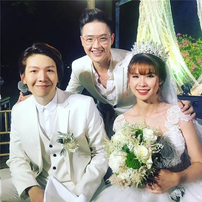 Cập nhật: Khởi My và Kelvin Khánh thay trang phục giản dị để tham gia tiệc cưới - Ảnh 17.