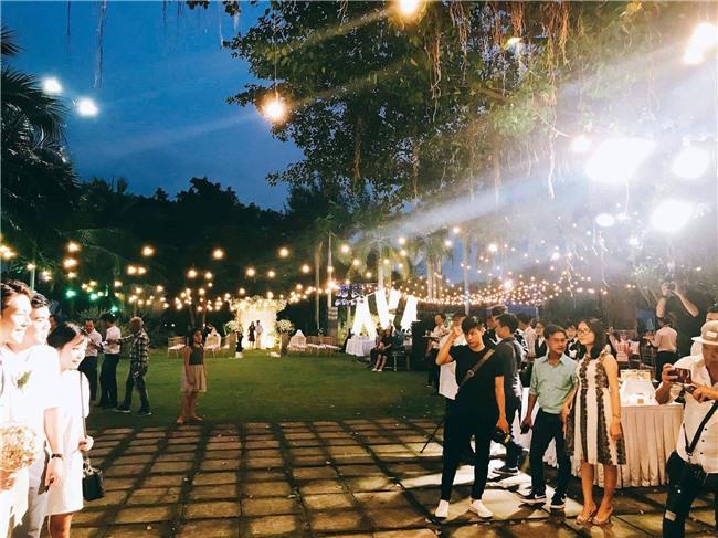 Cập nhật: Khởi My và Kelvin Khánh thay trang phục giản dị để tham gia tiệc cưới - Ảnh 22.
