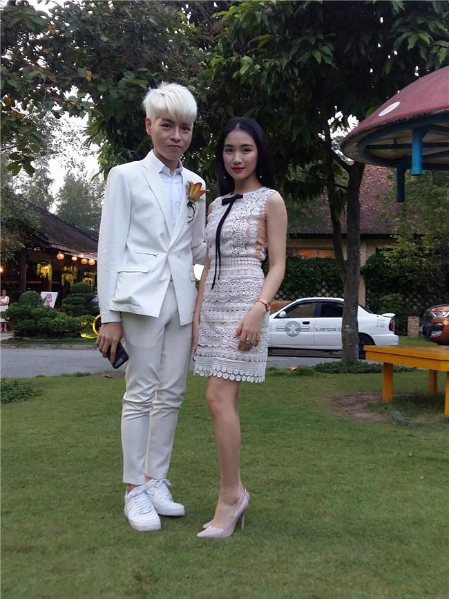 Cập nhật: Khởi My và Kelvin Khánh thay trang phục giản dị để tham gia tiệc cưới - Ảnh 3.