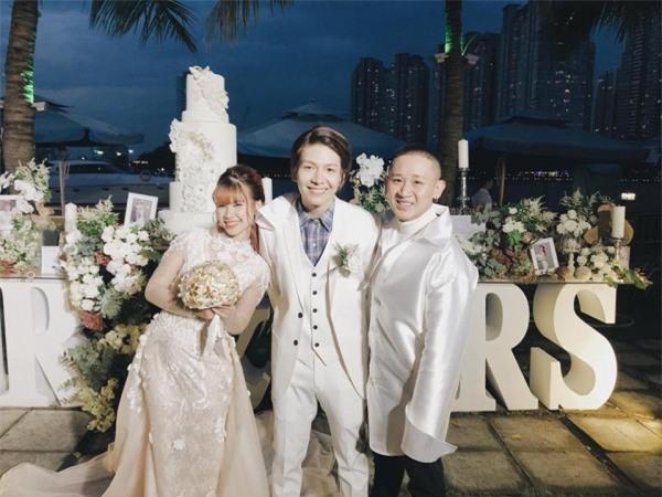 Cập nhật: Khởi My và Kelvin Khánh thay trang phục giản dị để tham gia tiệc cưới - Ảnh 6.