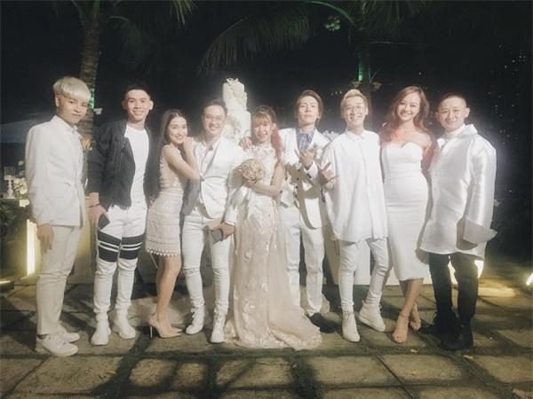 Cập nhật: Khởi My và Kelvin Khánh thay trang phục giản dị để tham gia tiệc cưới - Ảnh 7.