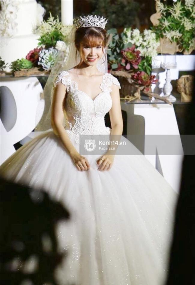 Chiếc váy lộng lẫy này đã biến Khởi My thành công chúa trong đám cưới cổ tích của chính mình - Ảnh 2.