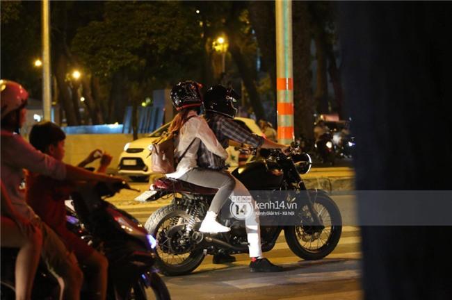 Clip: Kết thúc đám cưới, vợ chồng Khởi My - Kelvin Khánh cưỡi mô tô về nhà, ôm lấy nhau không rời - Ảnh 6.