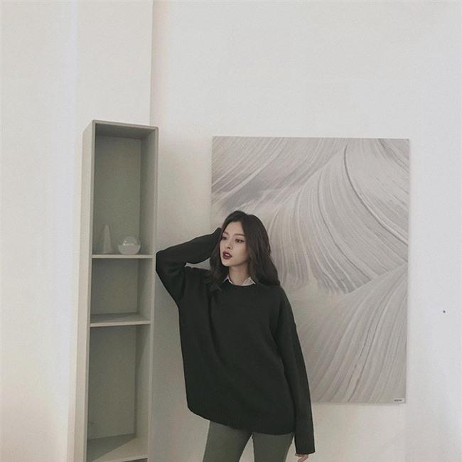 Street style sao Việt: Kỳ Duyên khoe chân dài bất tận, Angela Phương Trinh mặc váy xinh nhưng lại ngồi kém duyên - Ảnh 10.