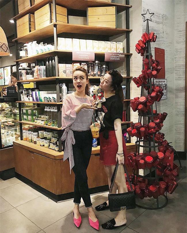 Street style sao Việt: Kỳ Duyên khoe chân dài bất tận, Angela Phương Trinh mặc váy xinh nhưng lại ngồi kém duyên - Ảnh 12.