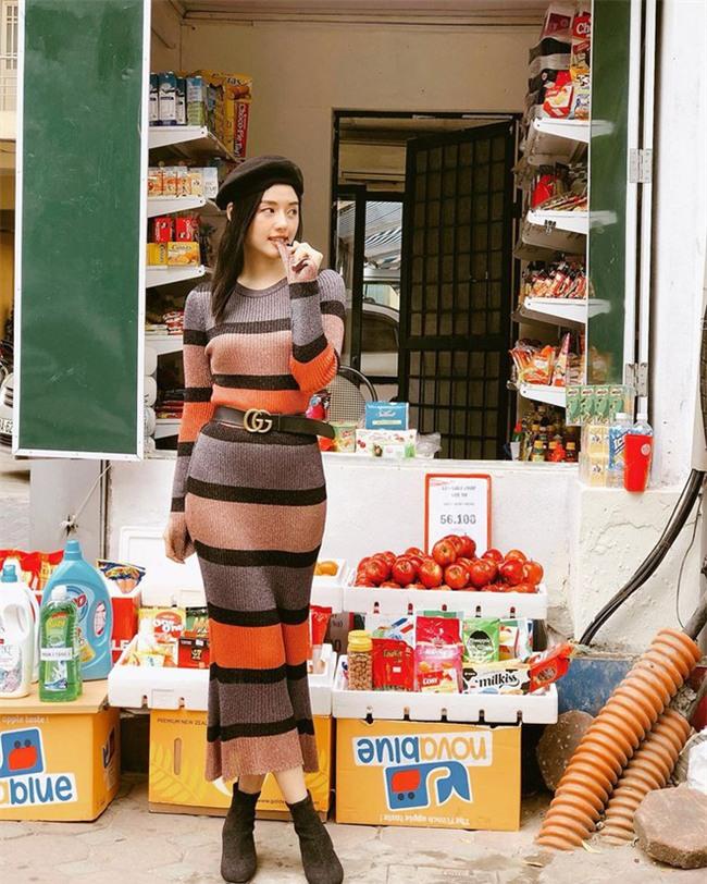Street style sao Việt: Kỳ Duyên khoe chân dài bất tận, Angela Phương Trinh mặc váy xinh nhưng lại ngồi kém duyên - Ảnh 13.