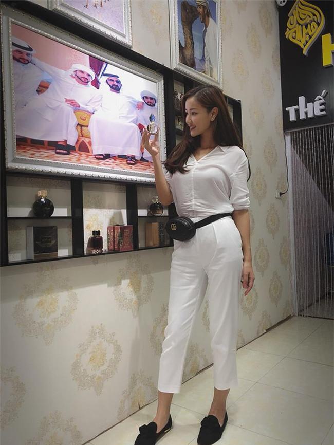 Street style sao Việt: Kỳ Duyên khoe chân dài bất tận, Angela Phương Trinh mặc váy xinh nhưng lại ngồi kém duyên - Ảnh 14.