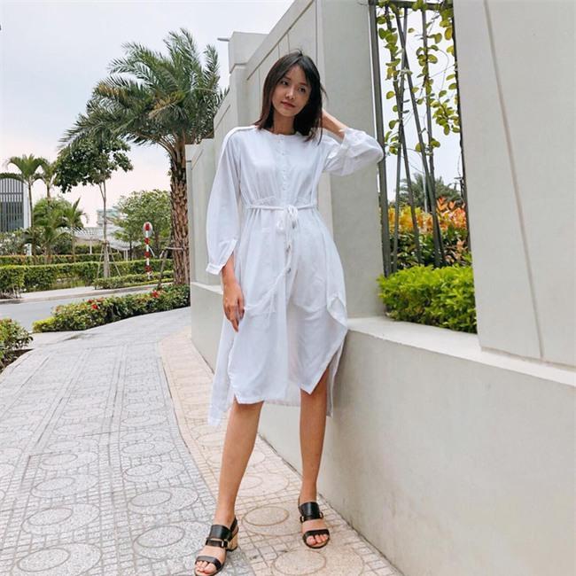 Street style sao Việt: Kỳ Duyên khoe chân dài bất tận, Angela Phương Trinh mặc váy xinh nhưng lại ngồi kém duyên - Ảnh 15.