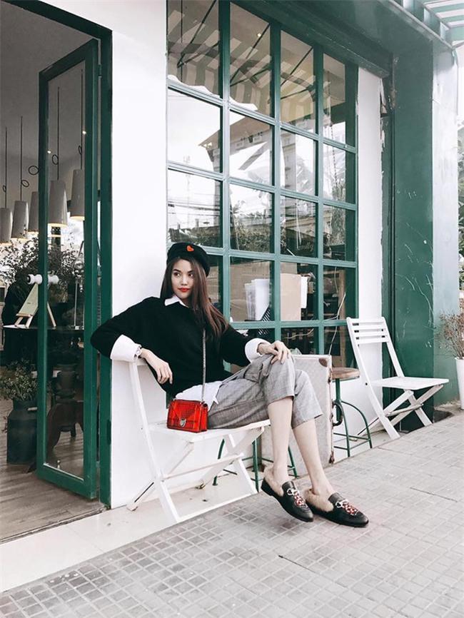 Street style sao Việt: Kỳ Duyên khoe chân dài bất tận, Angela Phương Trinh mặc váy xinh nhưng lại ngồi kém duyên - Ảnh 4.