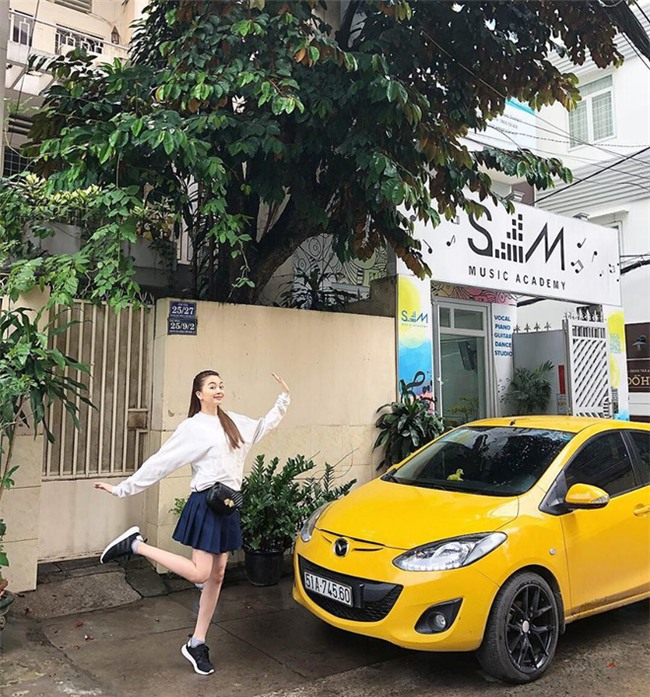 Street style sao Việt: Kỳ Duyên khoe chân dài bất tận, Angela Phương Trinh mặc váy xinh nhưng lại ngồi kém duyên - Ảnh 8.