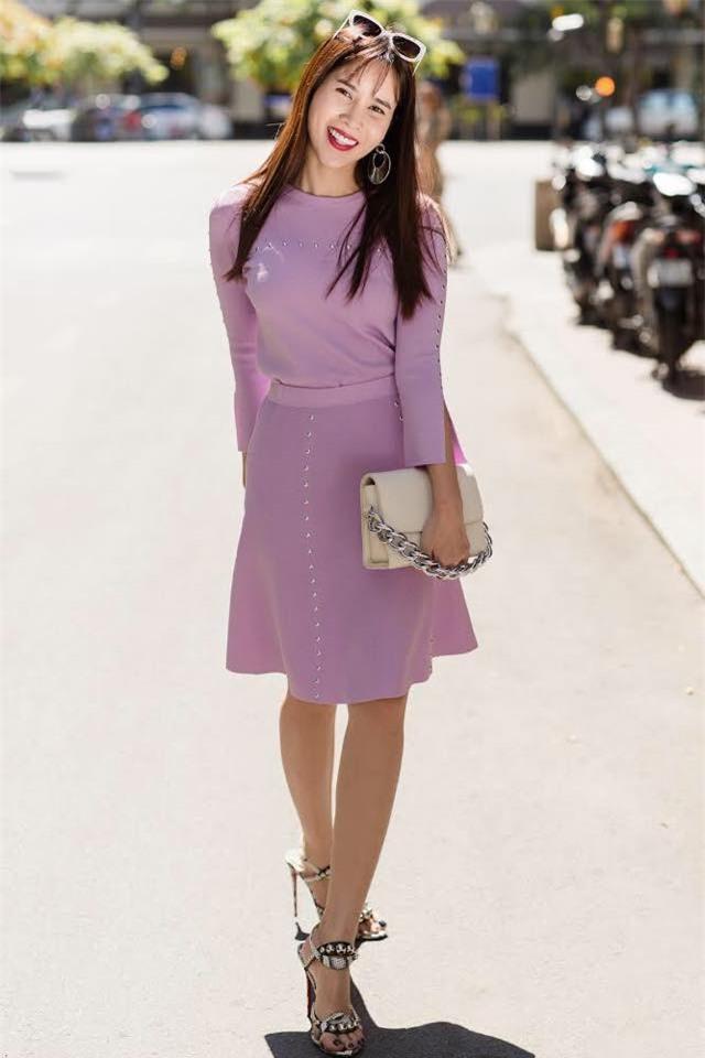 Street style sao Việt: Kỳ Duyên khoe chân dài bất tận, Angela Phương Trinh mặc váy xinh nhưng lại ngồi kém duyên - Ảnh 9.