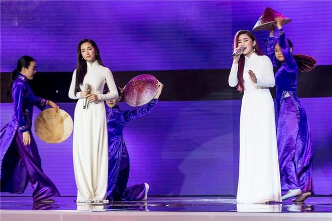Gặp sự cố trang phục, Hòa Minzy tuột dốc không phanh với điểm số thấp nhất-1