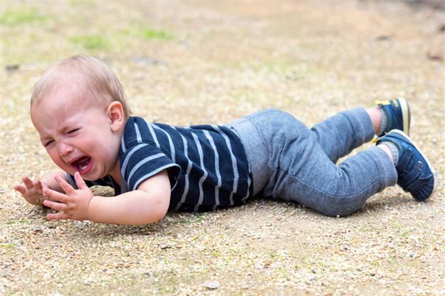 5 chiêu lạ đời có tác dụng làm dịu cơn tức giận, khóc lóc của trẻ chỉ trong vài giây - Ảnh 1.