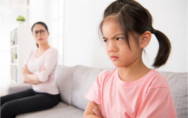 5 chiêu lạ đời có tác dụng làm dịu cơn tức giận, khóc lóc của trẻ chỉ trong vài giây - Ảnh 3.