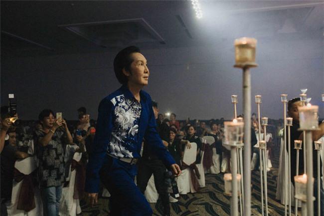 Sau một thời gian dàikhôngxuất hiện trong showbiz, thì tối 23/11, NSƯT Vũ Linh hiếm hoi đã xuất hiện cùng dàn sao Việt trongtiệc cưới của cháu gái. - Tin sao Viet - Tin tuc sao Viet - Scandal sao Viet - Tin tuc cua Sao - Tin cua Sao