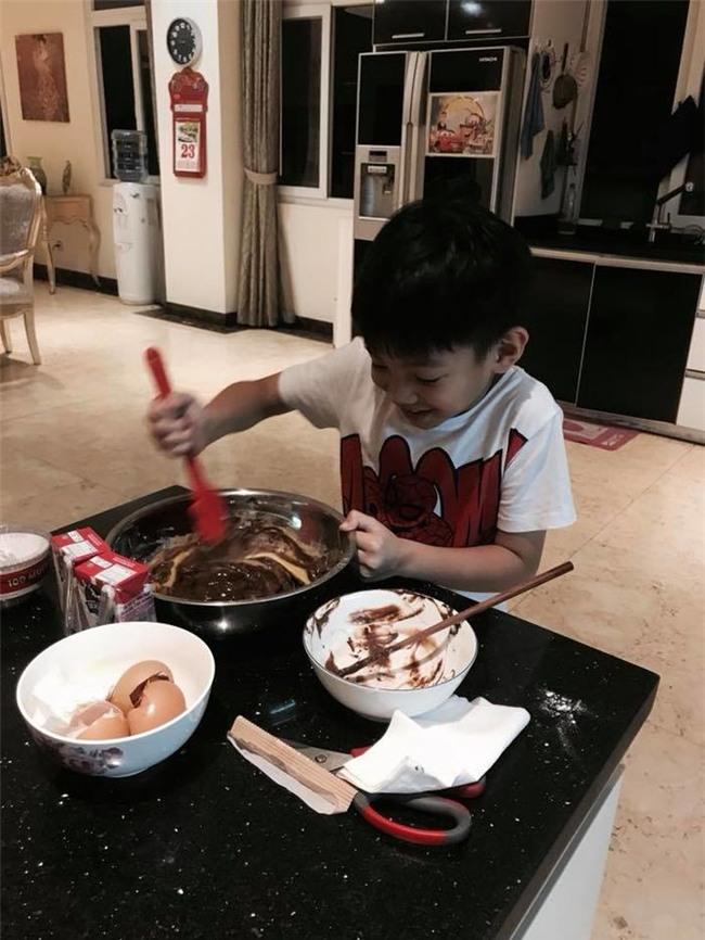 Subeo đang thử thách với màn làm bánh socola. - Tin sao Viet - Tin tuc sao Viet - Scandal sao Viet - Tin tuc cua Sao - Tin cua Sao