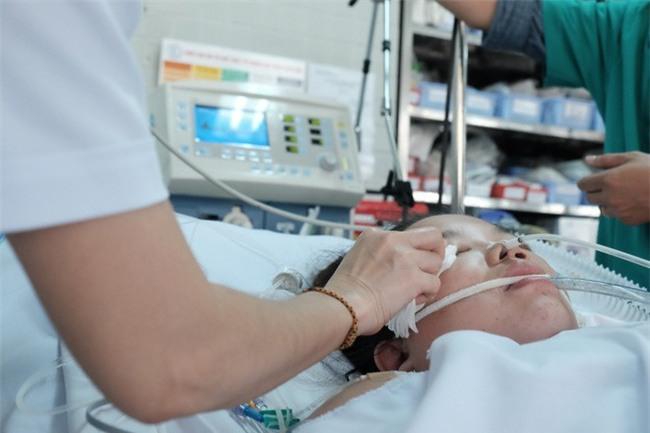 Đau bụng dữ dội, sản phụ 23 tuổi mất hai con song sinh, băng huyết nguy kịch - Ảnh 3.