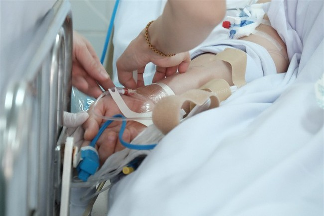 Đau bụng dữ dội, sản phụ 23 tuổi mất hai con song sinh, băng huyết nguy kịch - Ảnh 4.