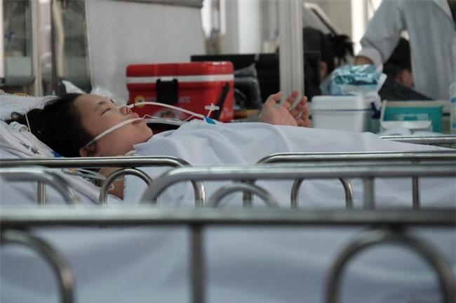 Đau bụng dữ dội, sản phụ 23 tuổi mất hai con song sinh, băng huyết nguy kịch - Ảnh 8.