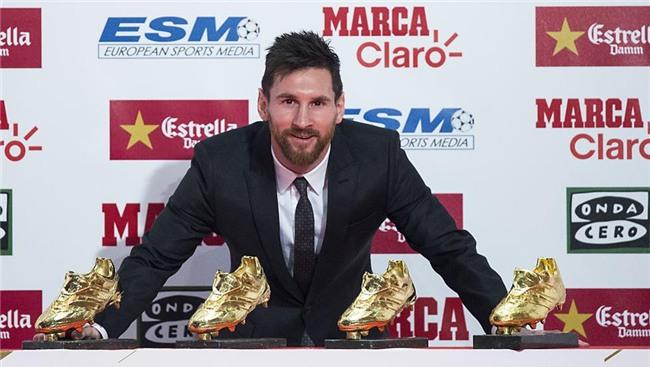 Con trai Messi phùng má siêu dễ thương, cùng cha nhận giải Chiếc giày vàng - Ảnh 6.