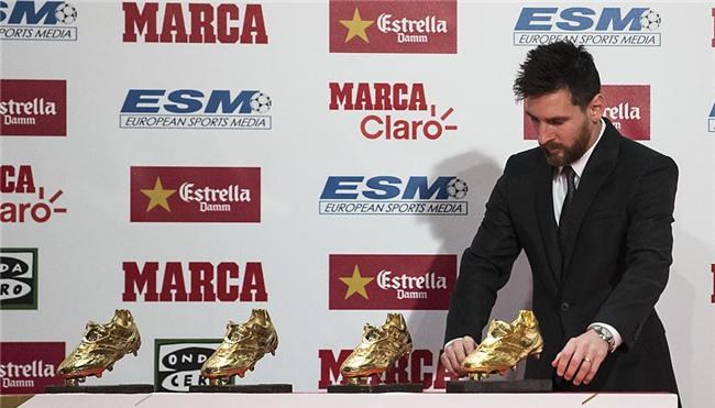 Con trai Messi phùng má siêu dễ thương, cùng cha nhận giải Chiếc giày vàng - Ảnh 8.
