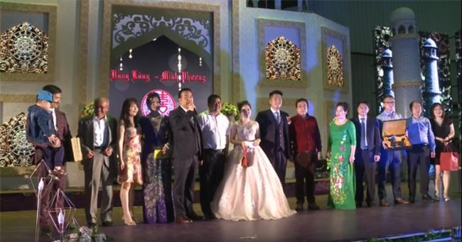 Siêu đám cưới tại Bắc Ninh: Kéo dài 15 ngày, 2 xe Rolls-Royce rước dâu, pháo hoa bắn rợp trời - Ảnh 10.