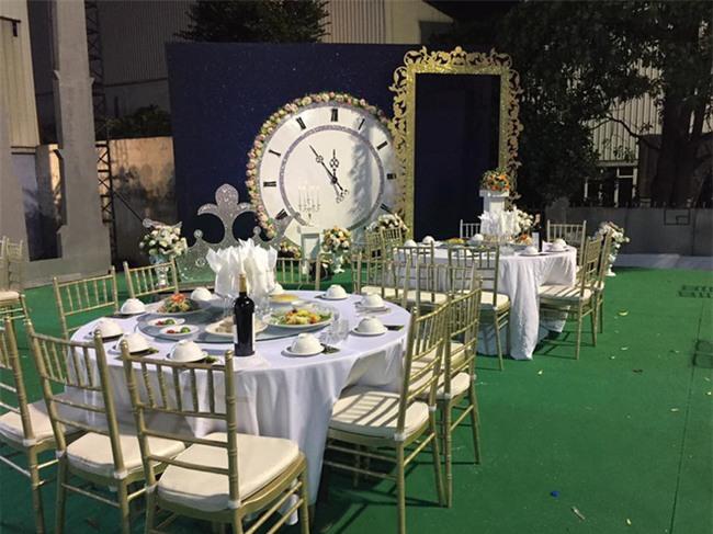 Siêu đám cưới tại Bắc Ninh: Kéo dài 15 ngày, 2 xe Rolls-Royce rước dâu, pháo hoa bắn rợp trời - Ảnh 2.