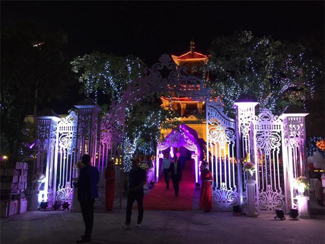 Siêu đám cưới tại Bắc Ninh: Kéo dài 15 ngày, 2 xe Rolls-Royce rước dâu, pháo hoa bắn rợp trời - Ảnh 3.