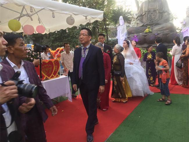 Siêu đám cưới tại Bắc Ninh: Kéo dài 15 ngày, 2 xe Rolls-Royce rước dâu, pháo hoa bắn rợp trời - Ảnh 6.