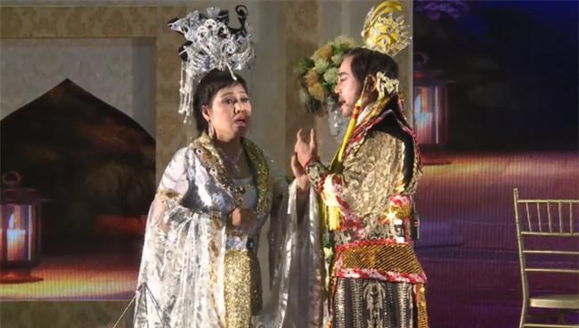 Siêu đám cưới tại Bắc Ninh: Kéo dài 15 ngày, 2 xe Rolls-Royce rước dâu, pháo hoa bắn rợp trời - Ảnh 9.
