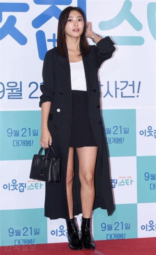 Áo khoác dáng dài năm nào cũng hot, nhưng để mặc đẹp và thật hợp mốt thì phải học tập các idol Hàn này - Ảnh 12.