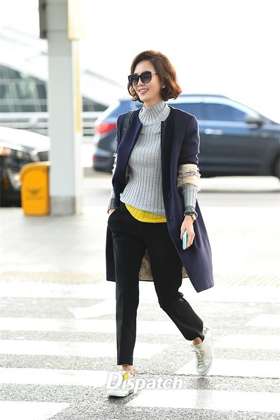 Áo khoác dáng dài năm nào cũng hot, nhưng để mặc đẹp và thật hợp mốt thì phải học tập các idol Hàn này - Ảnh 7.