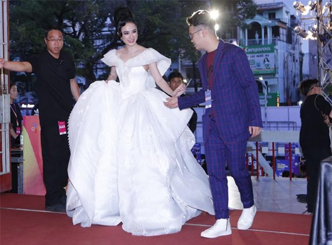 """angela phuong trinh cung dan sao """"khung"""" do bo mama 2017 hinh anh 3"""