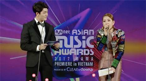 Chi Pu run rẩy khi hát tiếng Hàn tại MAMA, bị khán giả phản đối
