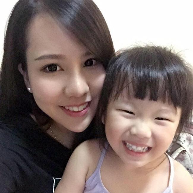 Đứng giữa tang lễ đầy màu sắc, mẹ quyết đòi lại công bằng cho con gái 4 tuổi qua đời vì tai nạn thảm khốc - Ảnh 2.