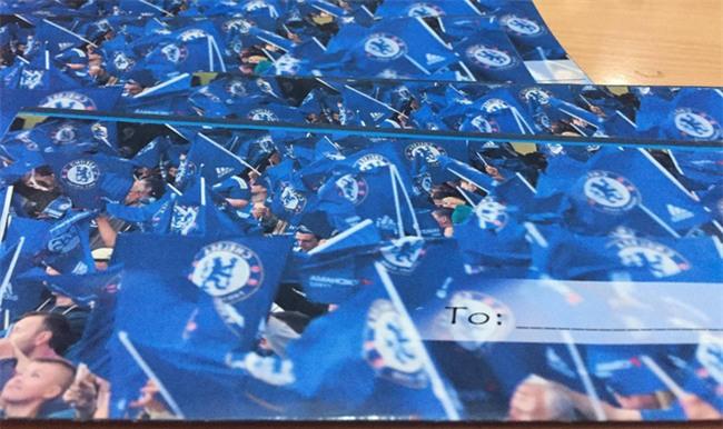 Thiệp cưới của cặp đôi cuồng Chelsea gây tò mò vì như vé xem bóng đá  - Ảnh 4.
