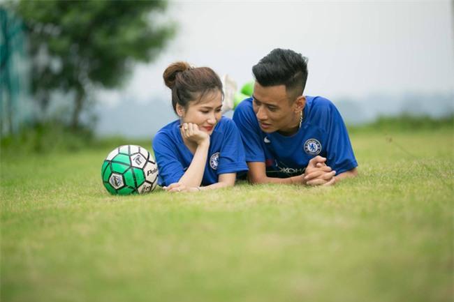 Thiệp cưới của cặp đôi cuồng Chelsea gây tò mò vì như vé xem bóng đá  - Ảnh 7.