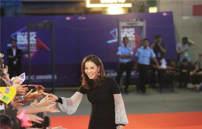 Cư dân mạng khen Thu Minh nói tiếng Anh quá chuẩn khi làm host MAMA-1