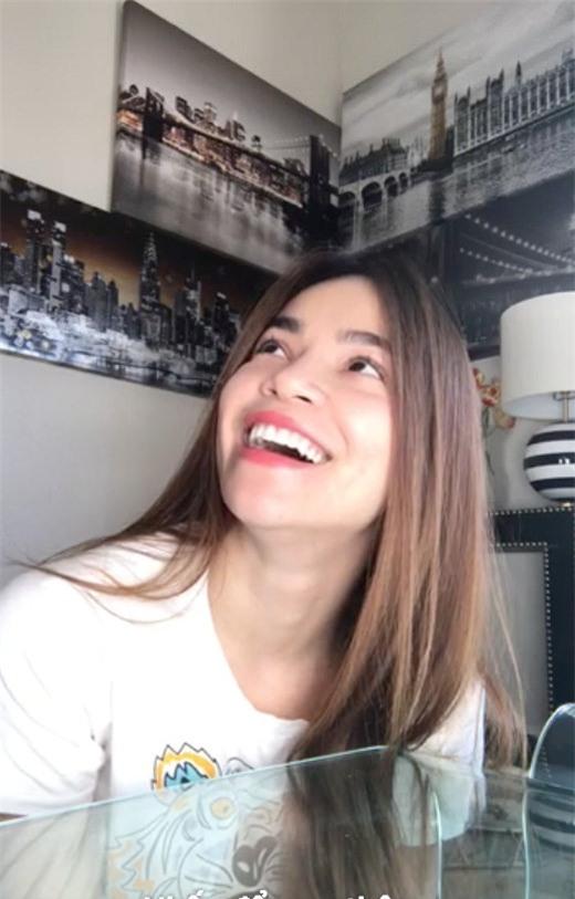 ho ngoc ha nguong do mat khi kim ly bat ngo tho dau vao luc co dang livestream - 3