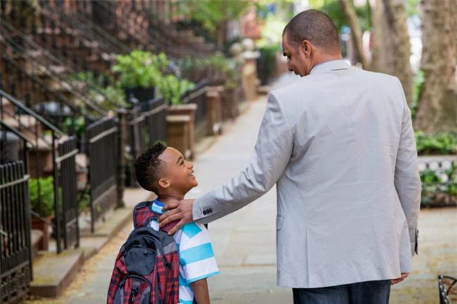 3 việc làm rất nhiều bố mẹ mắc phải khiến con tự ti, nhút nhát - Ảnh 3.